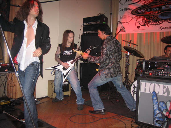 George Lynch jamming with Alexi Laiho