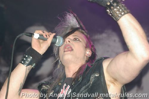 Crashdiet_live_support_1.jpg