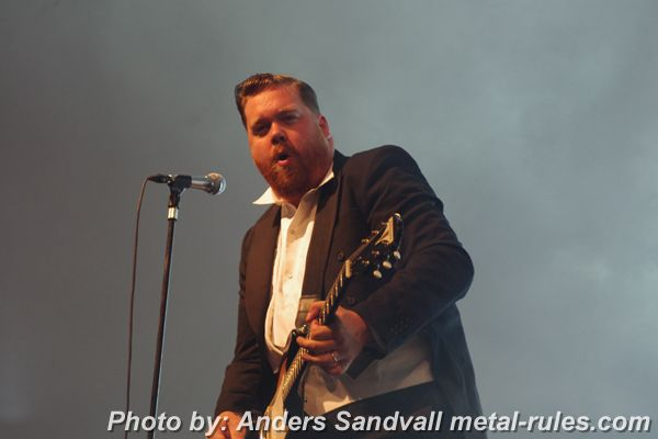 the_hives_live_11.jpg