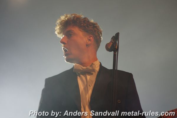 the_hives_live_4.jpg