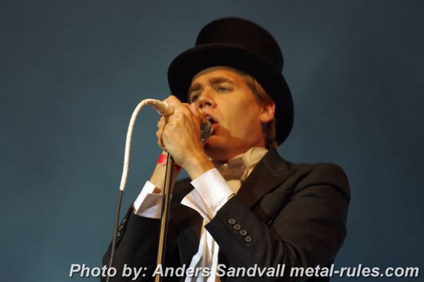 the_hives_live_8.jpg
