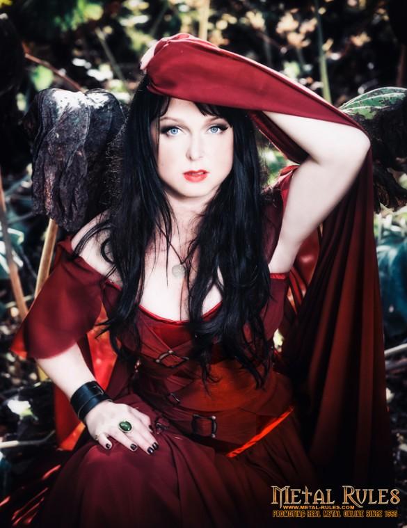 Interview_dark_sarah_Heidi_01_promo_2015