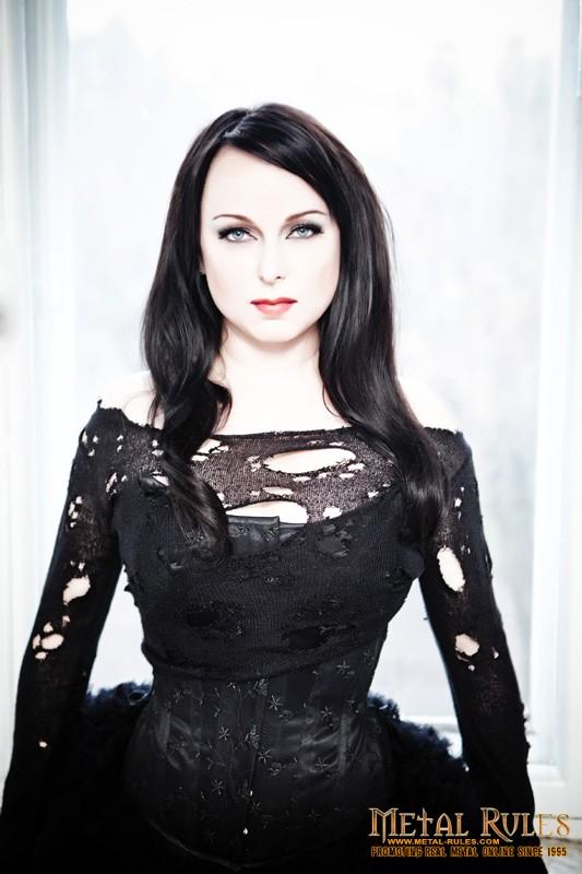 Interview_dark_sarah_Heidi_04_promo_2015