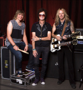 GLENN HUGHES UNVEILS OFFICIAL PHOTO OF NEW BAND FEATURING EX-WHITESNAKE GUITARIST  DOUG ALDRICH AND DRUMMER PONTUS ENGBORG. Photo Credit: Gene Kirkland
