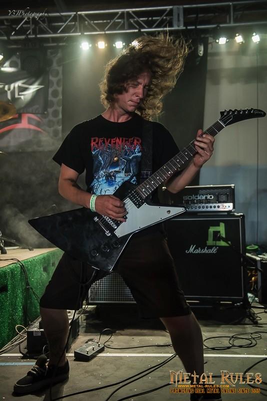 loud-as-hell-2016-thrashadacytyl-1